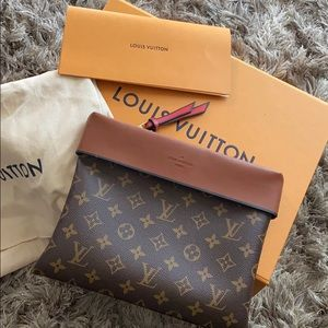 Brand new Louis Vuitton Pouch {price firm}